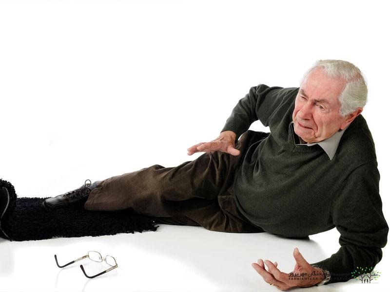 دلایل زمین خوردن سالمندان